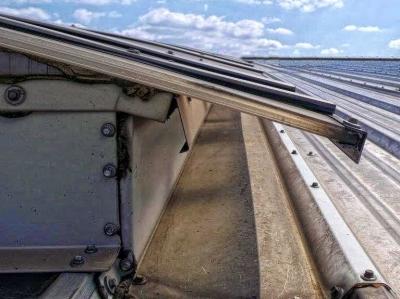 Szczelnosc Swietlikow Mocowanych Na Dachu Z Blachy Trapezowej